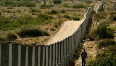 Border Patrol Agents Monitor US-Mexico Border