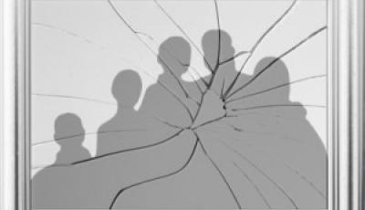 shattered-immigrant-family-portrait